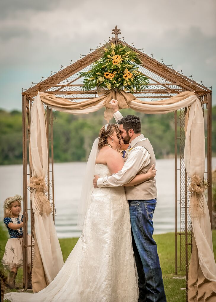 A Rustic, Outdoor Wedding In DeLand, Florida