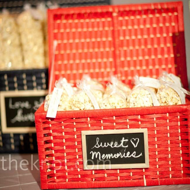 In addition to cupcakes, guests filled up on kettle corn and cookies. Jo Anne found rattan containers with miniature chalkboard labels for extra-cute packaging.