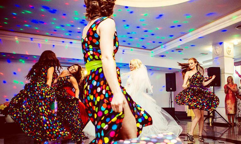 Bridal Party Dancing To Fun Wedding Songs