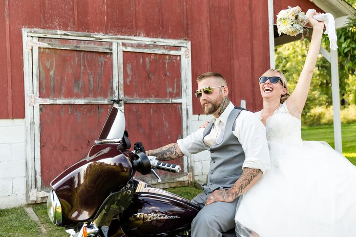 Megan Marsh (27, a registered nurse) and Clint Marsh (28, a tattoo artist) met through mutual friends and had their first date at an Italian restauran