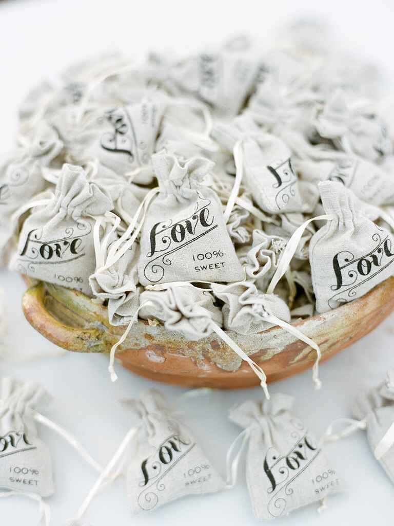 Cute burlap wedding favor bags for a rustic wedding