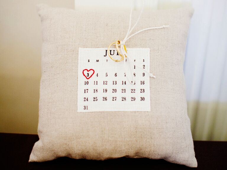 Calendar ring pillow