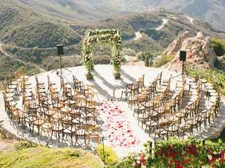 circular ceremony seating with malibu rocky oaks backdrop