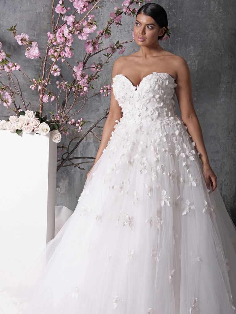 20 gorgeous plus size wedding dress youll love strapless floral plus size wedding dress ombrellifo Image collections