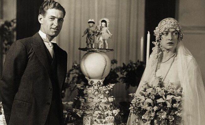 A fabulous flashback to 1920s weddings baseball wedding cake junglespirit Image collections