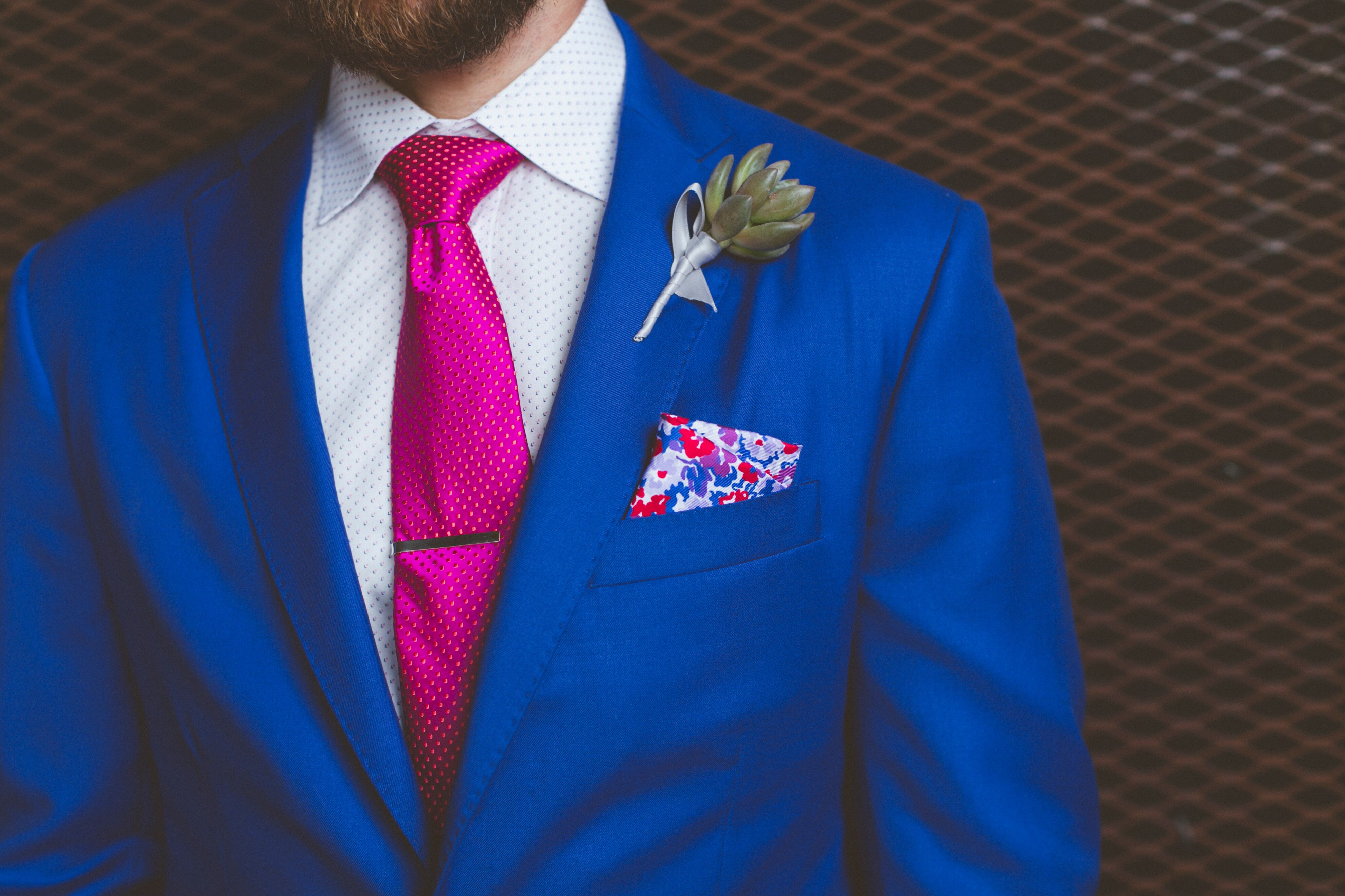 blue grooms suit with pink tie