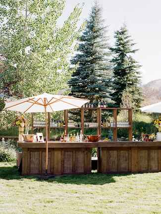 Bar decor tips for a wedding reception