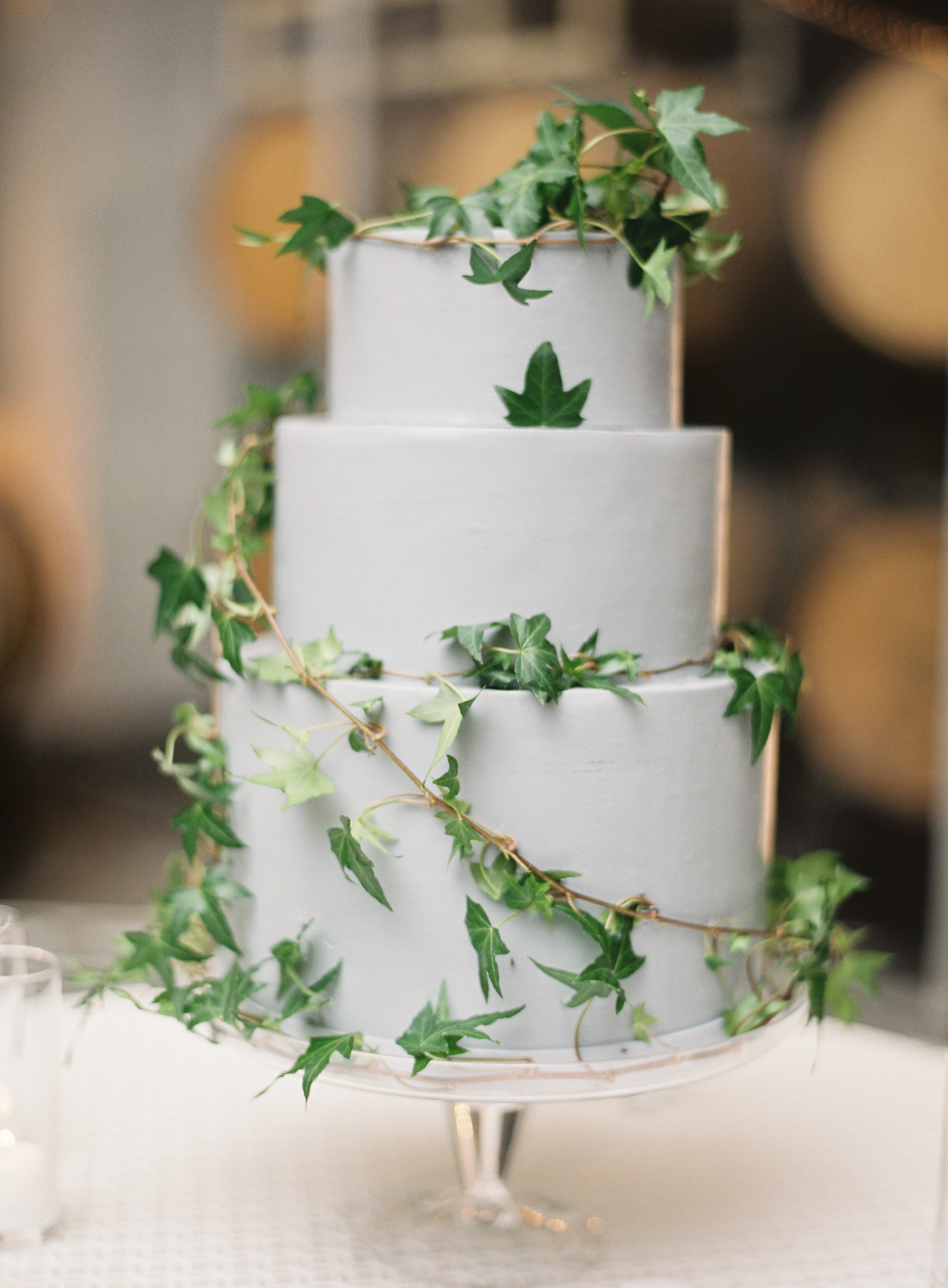 Garden-Inspired Wedding Cake With Ivy
