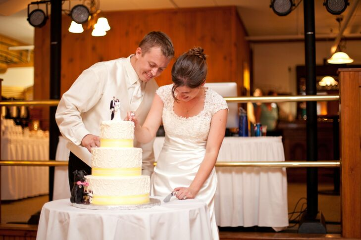 when to cut the wedding cake tradition traditional cake cutting 27123