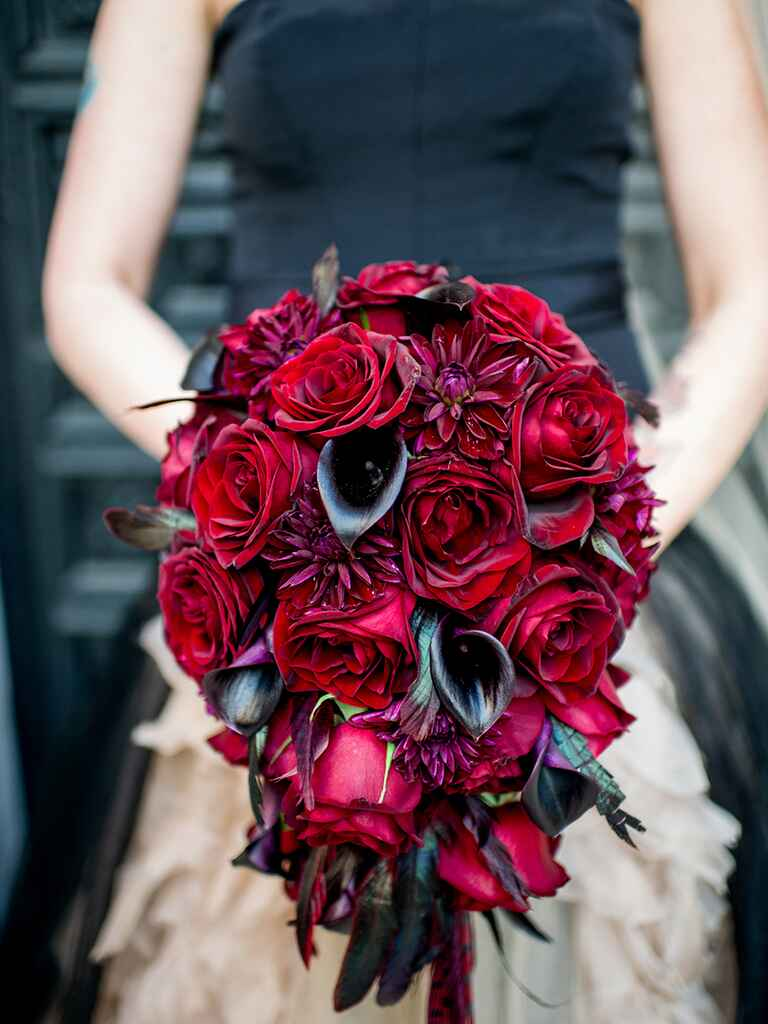 Halloween wedding ideas red and black bouquet