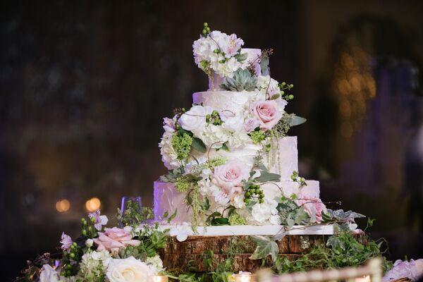 Rustic Garden Inspired Wedding Cake
