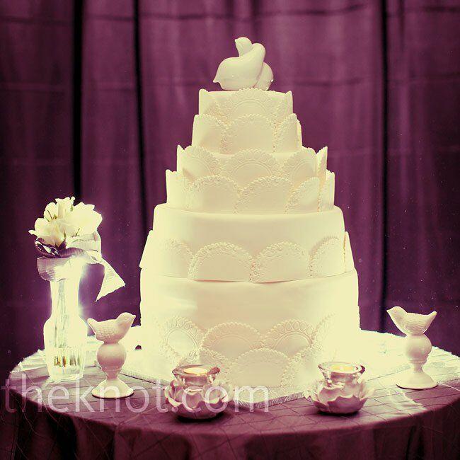 Doily-Patterned White Cake