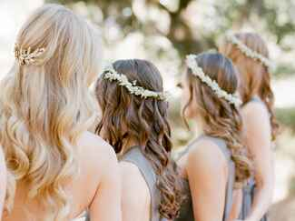 bridemaids with flower crowns