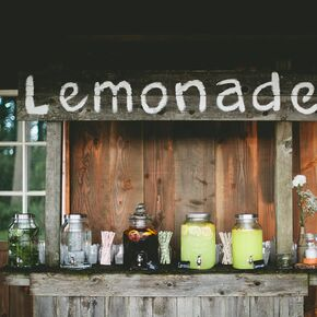 Decor on wooden slabs burlap runner for Rustic lemonade stand