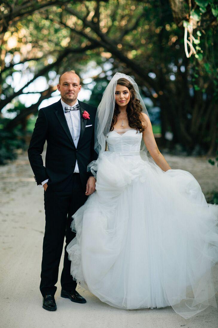 A Fun Waterfront Wedding at Pierre\'s Restaurant in Islamorada, Florida