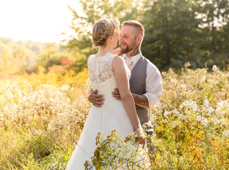 Megan and Clint shared an intimate moment in the fields at the Welshfield Inn.
