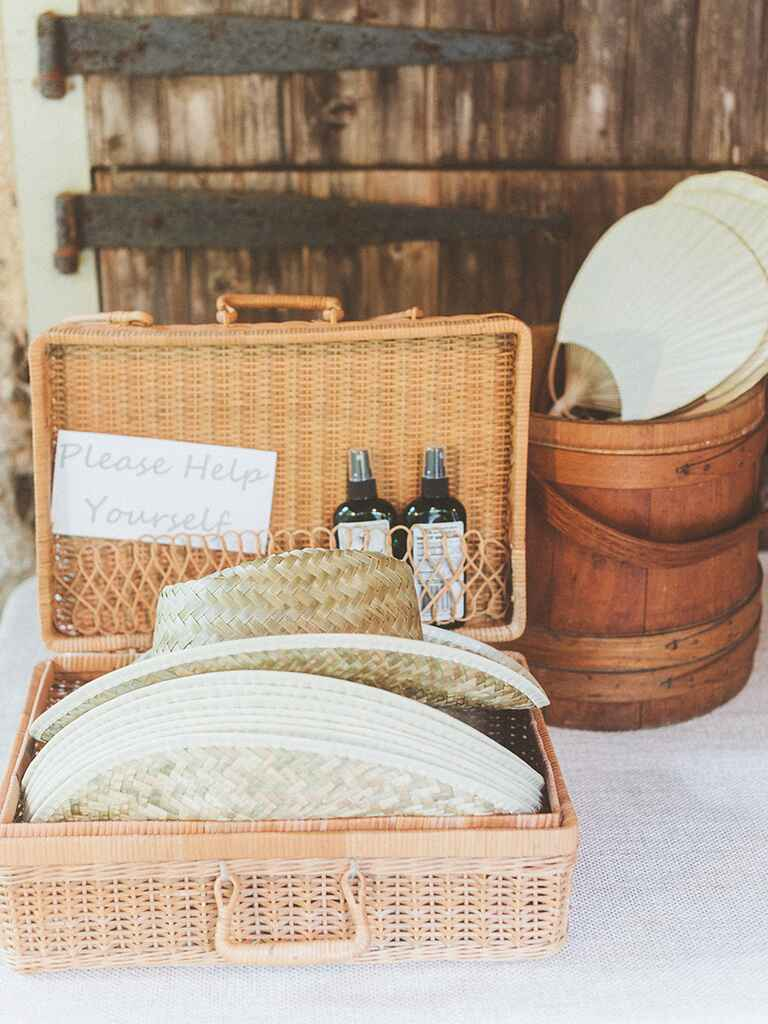 Outdoor wedding accessories for guests
