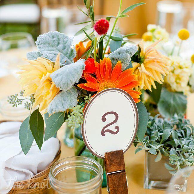 Mason Jar Centerpiece Ideas For Weddings: Mason Jar And Wildflower Centerpiece