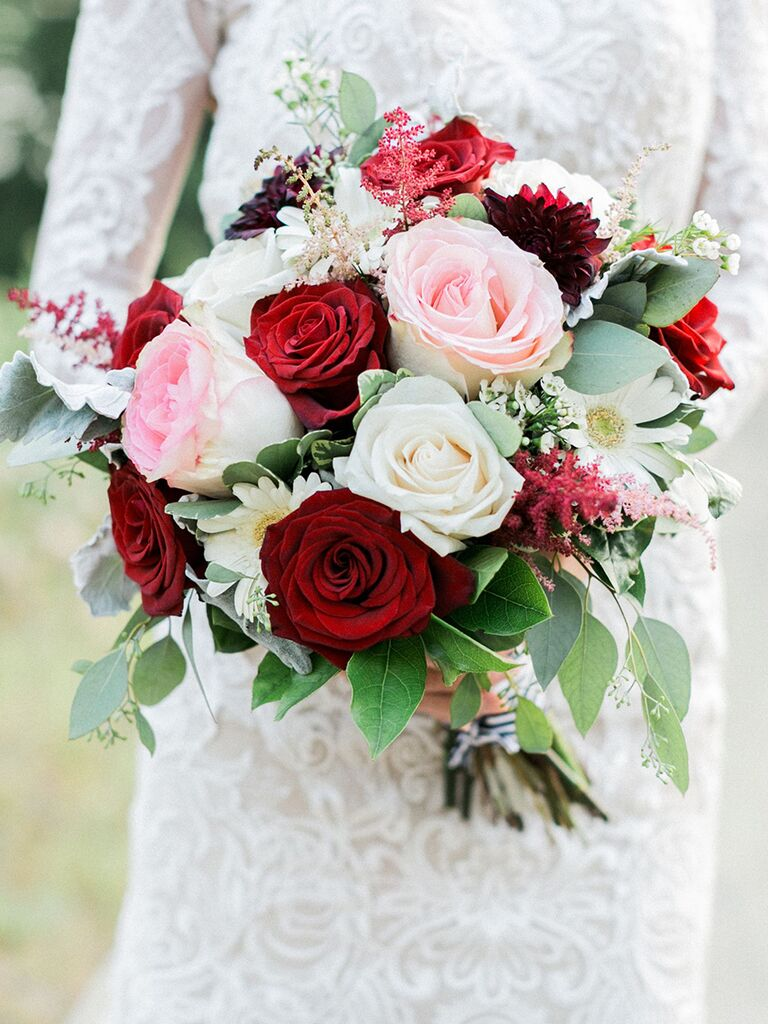 daises and red and pink roses