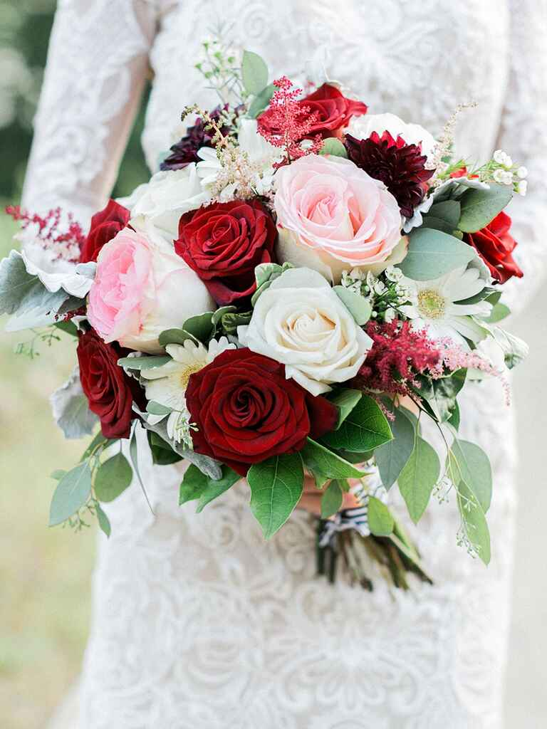 red flowers for wedding 15 fall wedding bouquet ideas and which flowers they re 7002