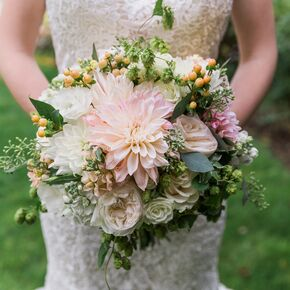 5468c20f c686 11e7 8a2a 0e141a3020b2sc290290 dahlia and rose bouquet with hops junglespirit Choice Image