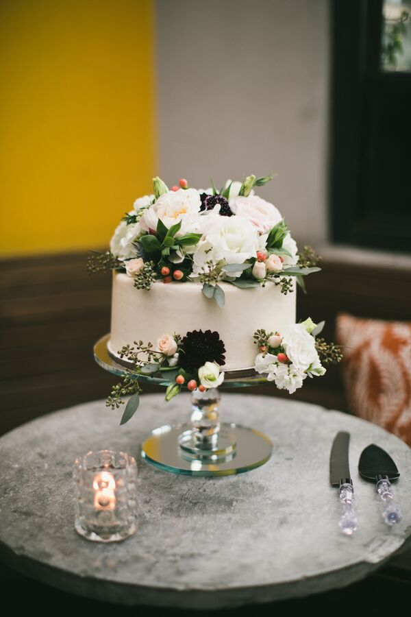 Flower-Topped, Single-Tier Cake