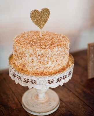 coconut wedding cake |<img class=
