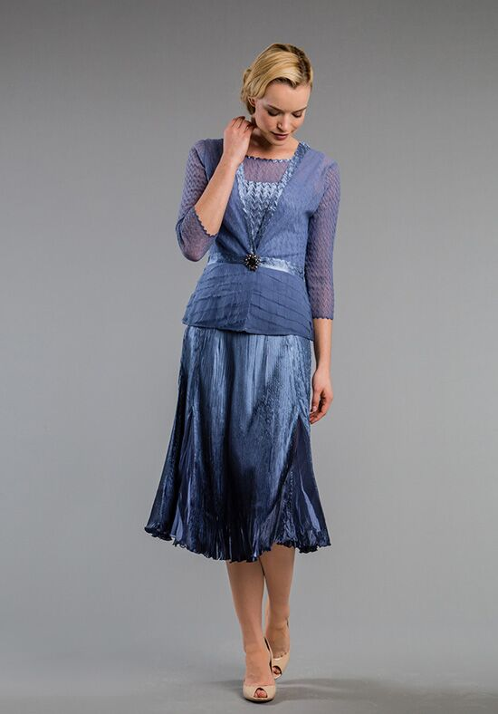 397e5d409ec With a formal setting your mom will probably want to dress on the  conservative side. A high neckline will give her coverage while sheer  sleeves keep it from ...