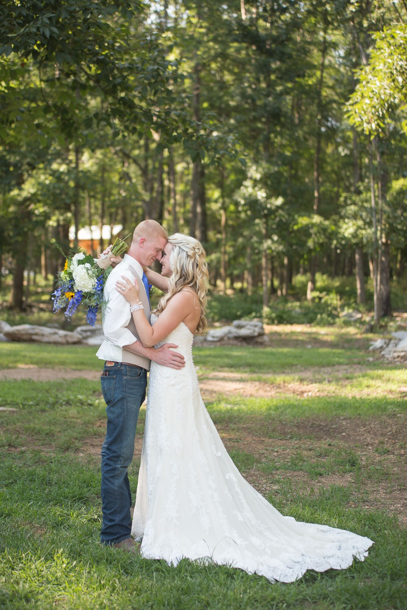 A rustic wedding at saddle woods farm in murfreesboro for Wedding dress shops in murfreesboro tn