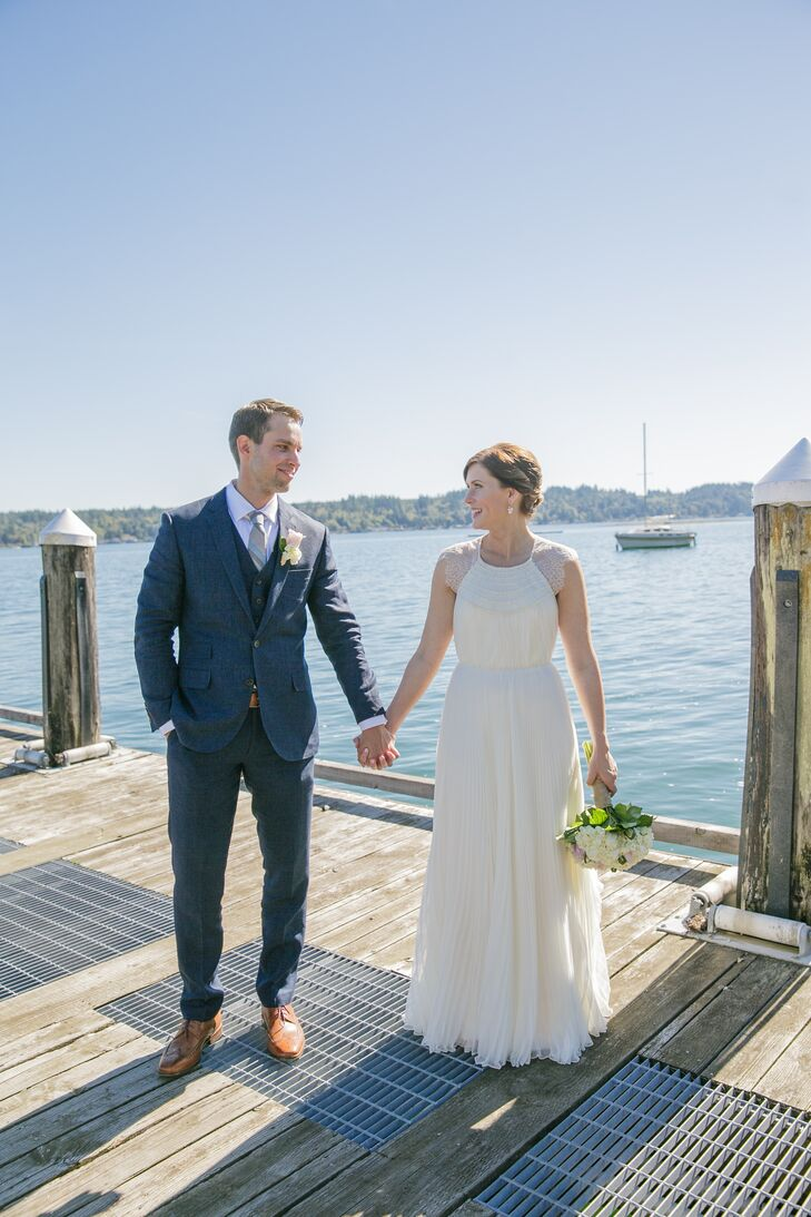A waterfront backyard in Belfair, Washington, served as the perfect romantic backdrop for this classic elopement, creating a serene environment f