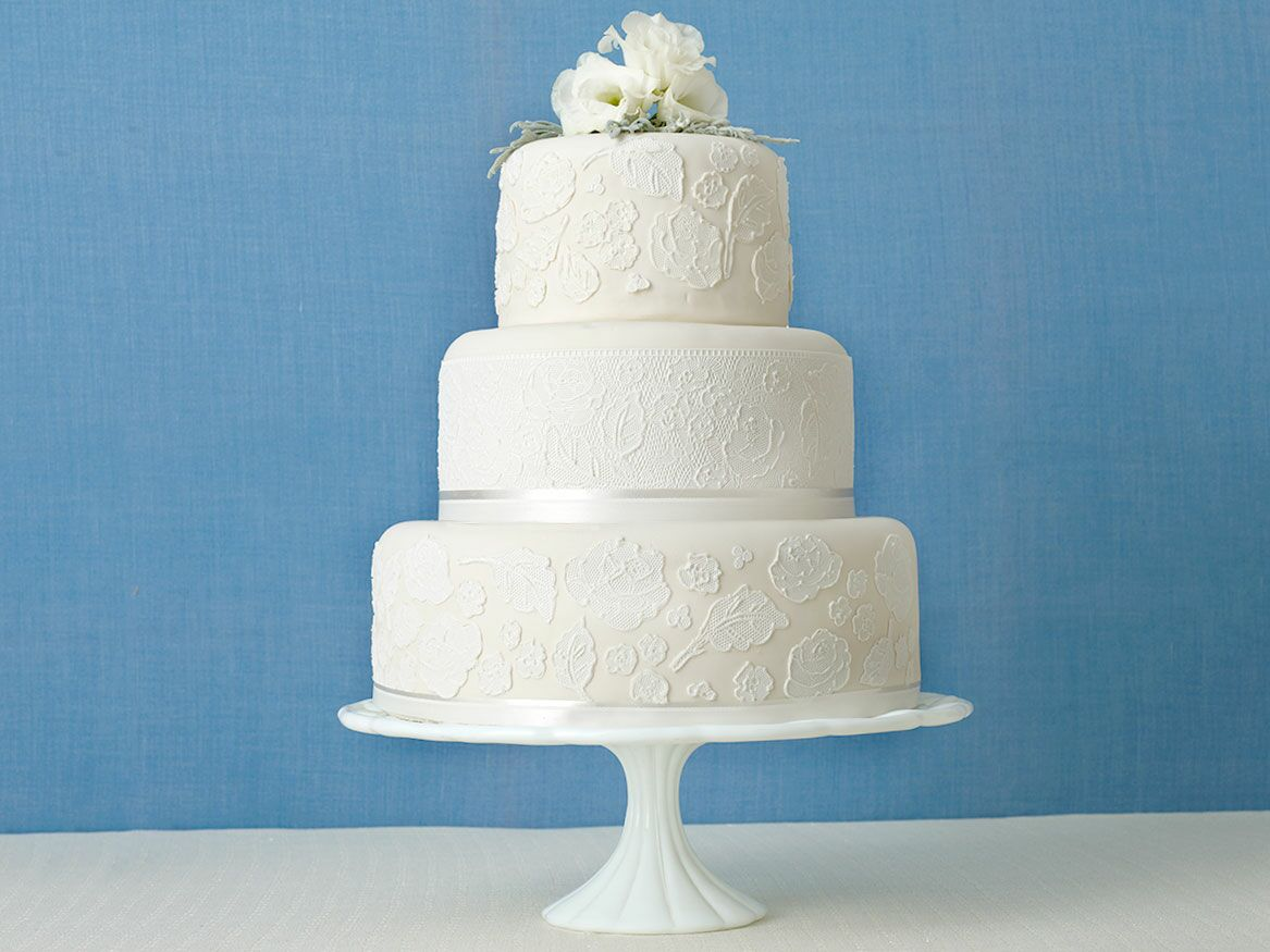 how to make a tiered wedding cake with pillars 12 must read wedding cake tips 15873