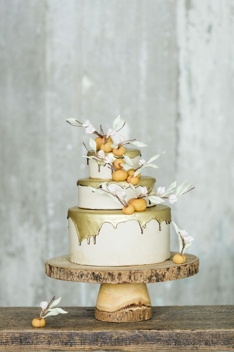 Winter wedding ideas drip cake winter wedding trend junglespirit Choice Image
