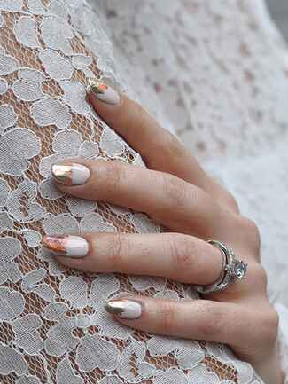 Gorgeous bridal manicure idea with fold goil