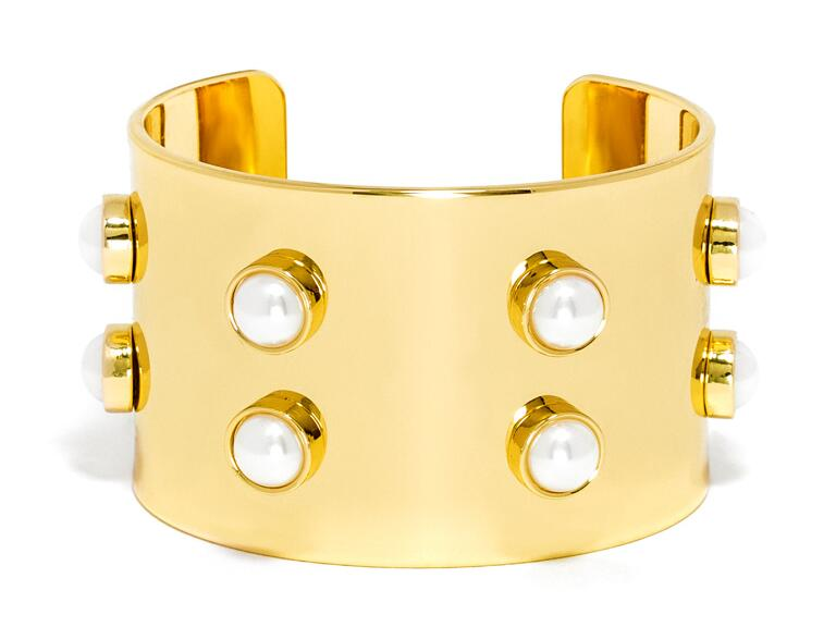 Oversized pearl cuff from Baublebar