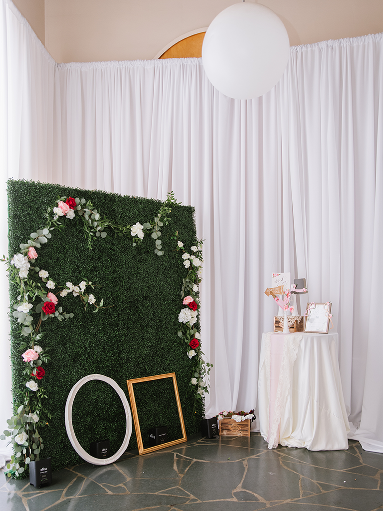 how to make a diy photo booth in 6 easy steps. Black Bedroom Furniture Sets. Home Design Ideas