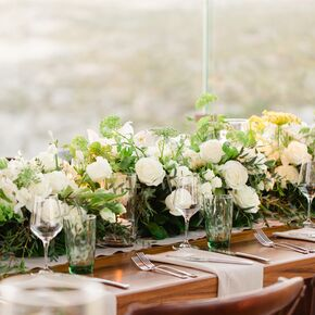 Perfect Ivory Rose And Green Queen Anneu0027s Lace Centerpieces