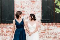Trilby	Beresford and Leslie Bumgarner had a thoroughly modern wedding at Carondelet House in Los Angeles. While the wedding didn't have a theme, it ce