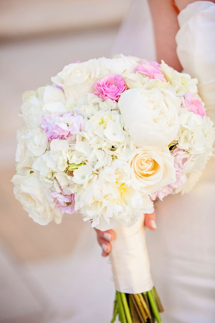 blush and ivory rose garden rose and ranunculus bouquet