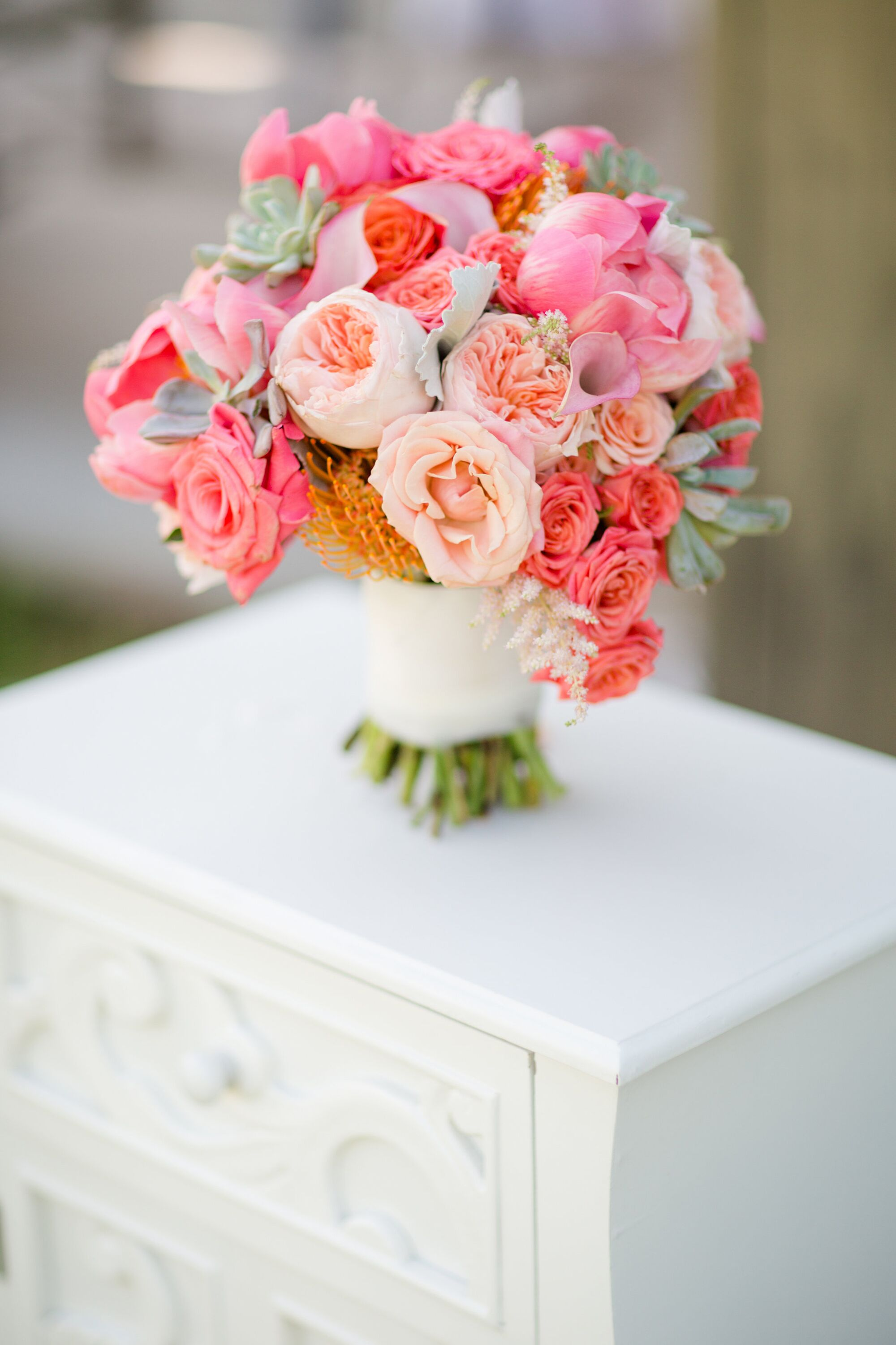 Wedding Flowers: Finding The Right Bridal Bouquet Size