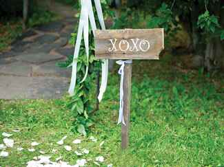 XOXO wedding ceremony sign