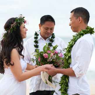 Romantic tropical elopement in Hawaii