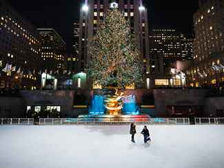 Holiday proposal at Rockefeller Center in New York City