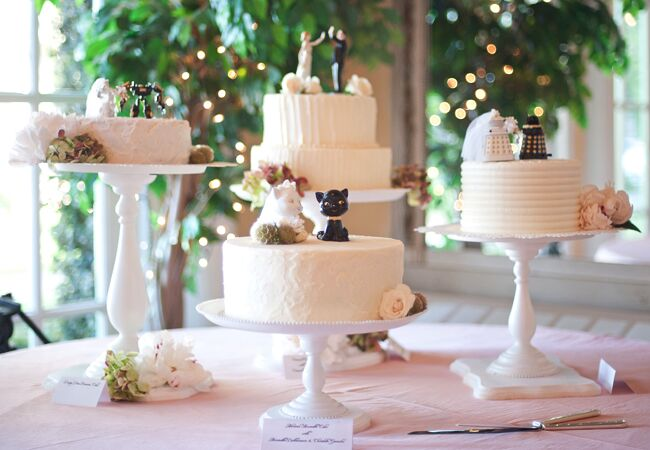 Images of a wedding cake table
