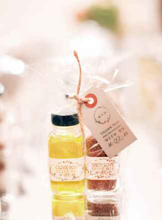 Olive oil and spice mix wedding favors