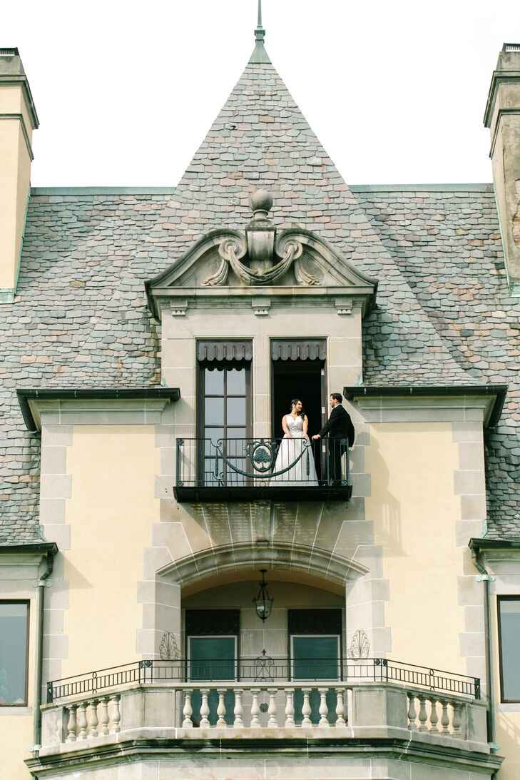 Couple on balcony of Oheka Castle in Huntington, NY