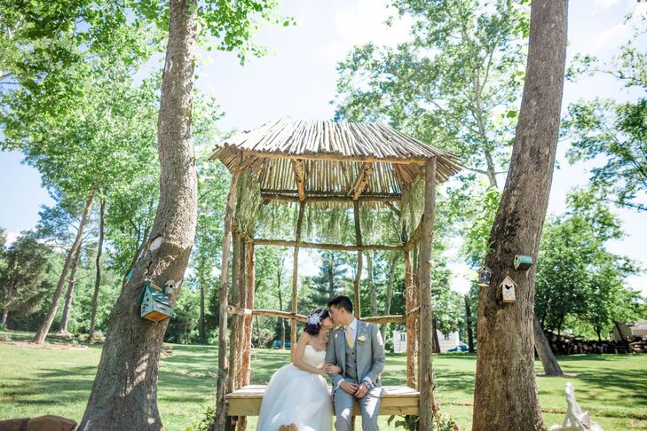 Sometimes finding a gorgeous garden venue requires looking no farther than your hometown. An Nguyen (29 and a financial analyst) and Eddie He (28 and