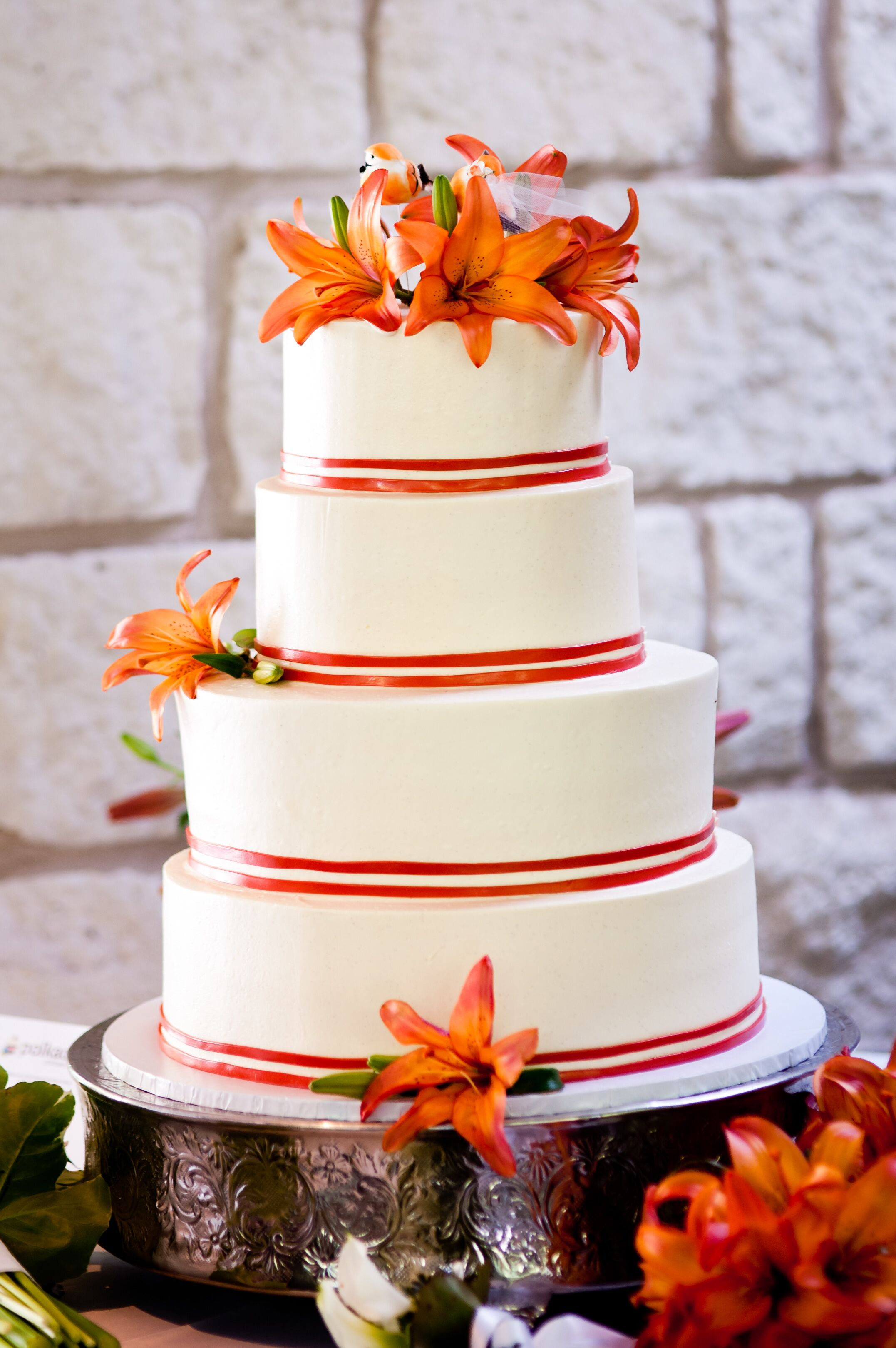 wedding cakes with tiger lilies tiger topped wedding cake 26129