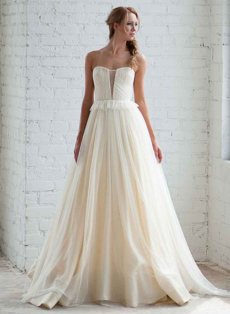 Tara latour fall 2016 collection bridal fashion week photos for Dotted swiss wedding dress