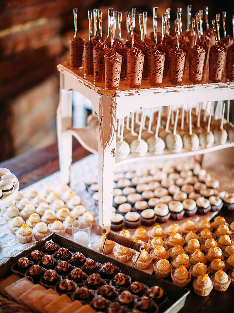 21 Wedding Dessert Ideas To Serve With Your Cake