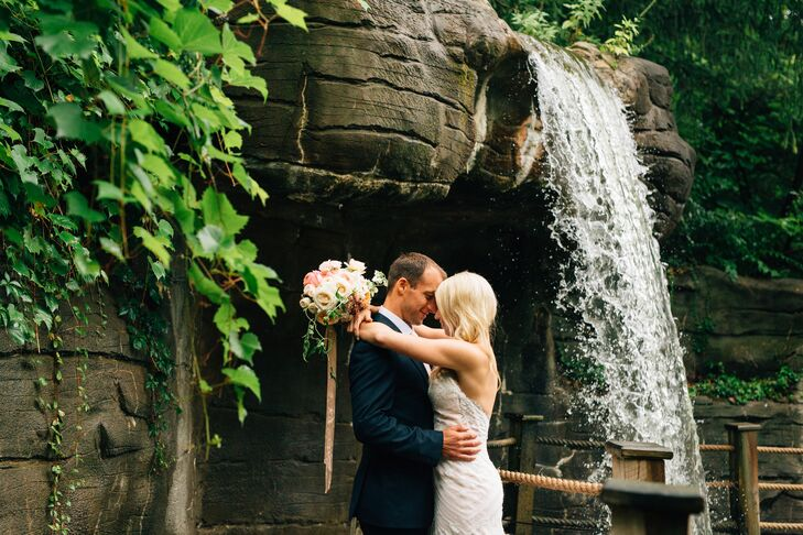 A Whimsical Treehouse Wedding At The John Ball Zoo Bis Tree House In Grand Rapids Michigan